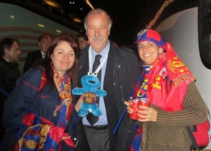 photo of Cookie Monster Triki En El Mundo and  Spain coach  for Barca, Vicente del Bosque