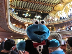 photograph of Triki En El Mundo, wearing his tuxedo in a Palau de la Musica concert