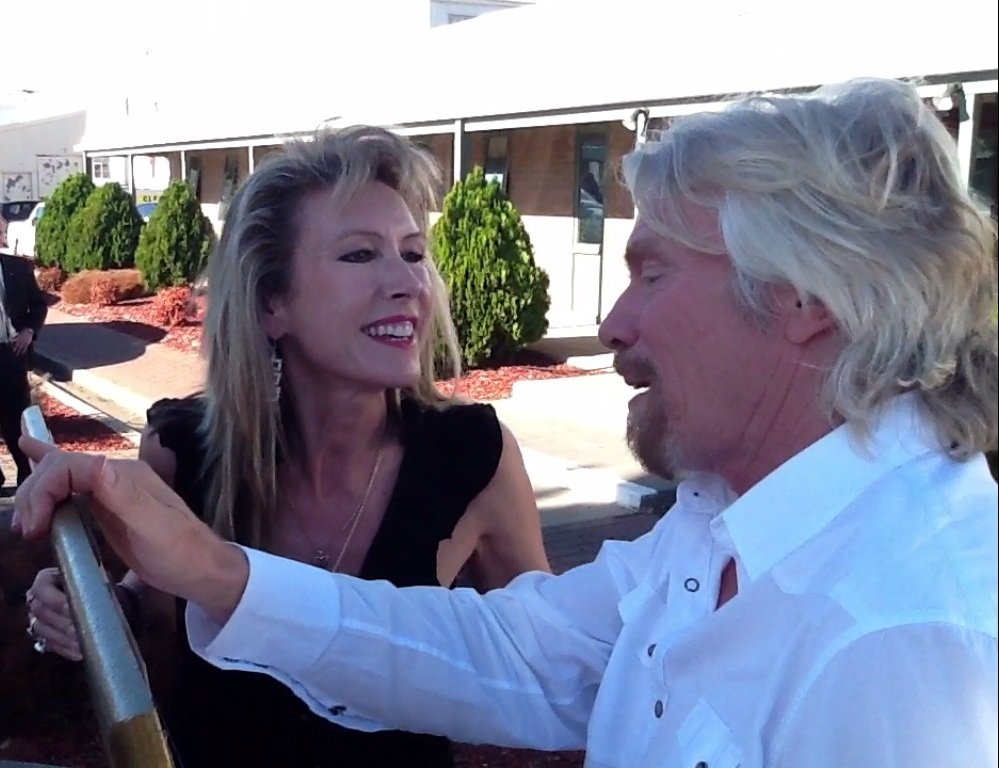 photo of Artist Marie Jonsson-Harrison & Richard Branson in Australia
